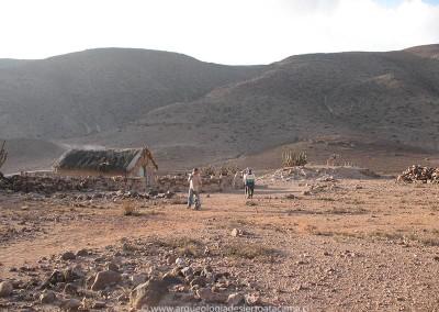 Ushnu incaico de Saguara, valle de Camarones. Junto a él se erigió la iglesia cristiana en el siglo XVII