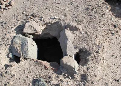 Estructura de depósito o qollqa, subterránea, poblado Millune, valle de Lluta