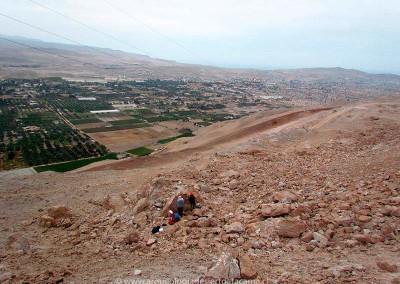 Cerro Chuño, valle de Azapa. Al fondo, la ciudad de Arica