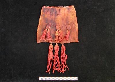Chuspa de lana, sitio PLM-3, costa de Arica, Período Intermedio Tardío (Colección Museo Universidad de Tarapacá San Miguel de Azapa)