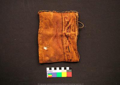 Bolsa de lana, sitio PLM-9, costa de Arica, Intermedio Tardío (Colección Museo Universidad de Tarapacá San Miguel de Azapa)